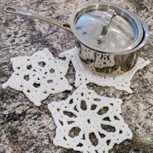 3 Snowflake hot pads