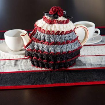 Modern Table Topper & Winter Rose Tea Cozy